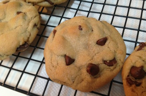 These simple yet savory chocolate cookies are delicious with its hidden role-stuffed flavoring