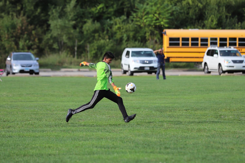 Goalie+Danny+Reyes+%28junior%29+punts+the+ball.